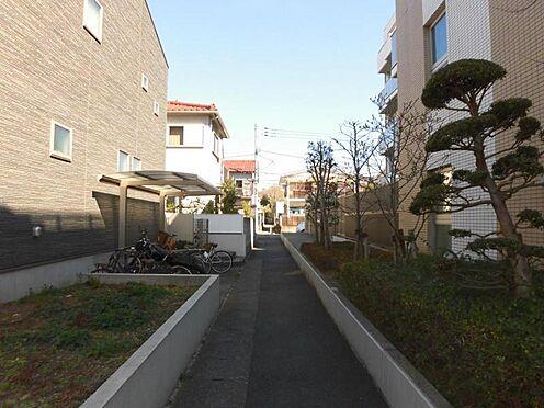 アパート-世田谷区玉堤1丁目 .前面通路(東側)