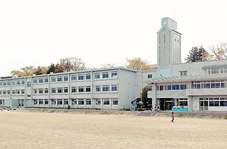 塩竈市立第一小学校 約610m(徒歩8分)