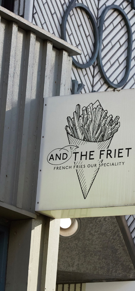 AND THE FRIET 約650m(徒歩9分)