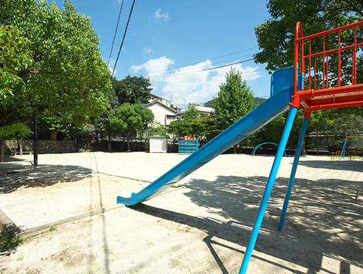中央児童公園 約10m(徒歩1分)