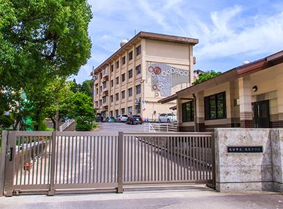 滝尾中学校 約1,700m(徒歩22分)