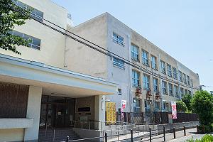 市立高殿小学校[東門] 約580m(徒歩8分)