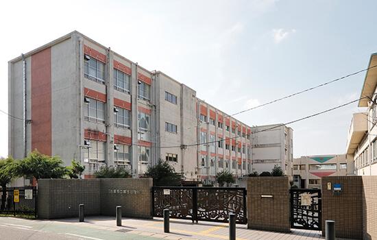 名古屋市立鳴子小学校 約240m(徒歩3分)(2019年12月撮影)