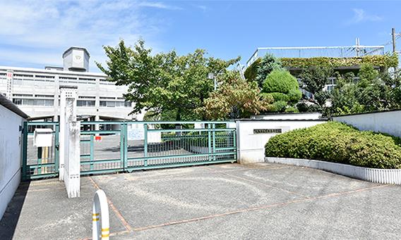 大阪府立茨木高等学校 約500m(徒歩7分)