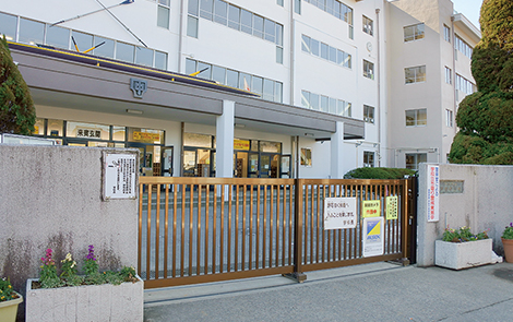 戸田中学校 約1,040m(徒歩13分)