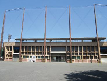 川口市営球場 約860m(徒歩11分)