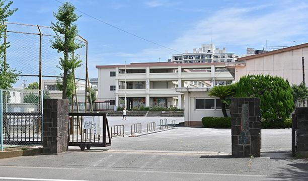 崇善小学校 約410m(徒歩6分)