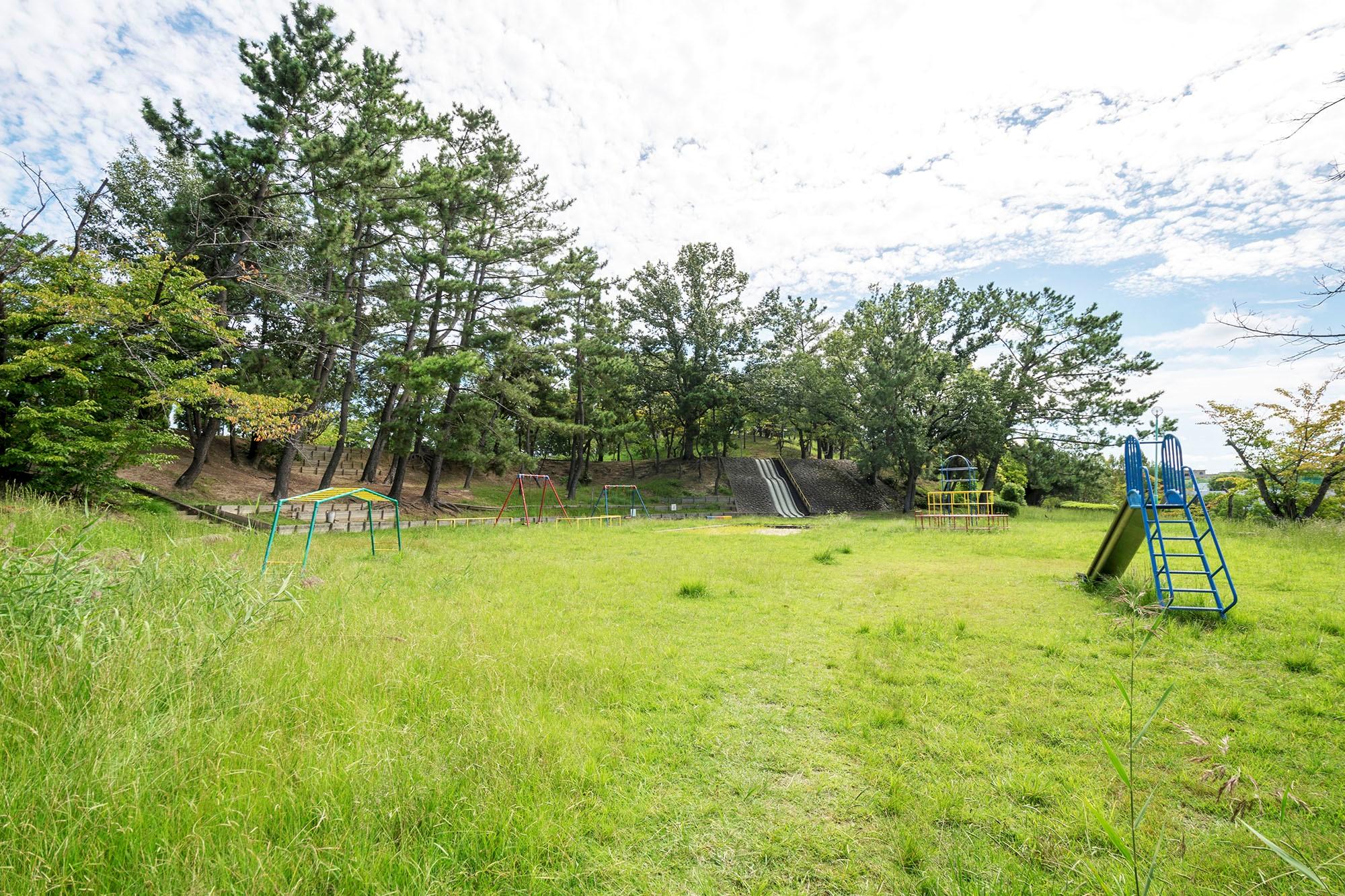 青山公園 約680m(徒歩9分)