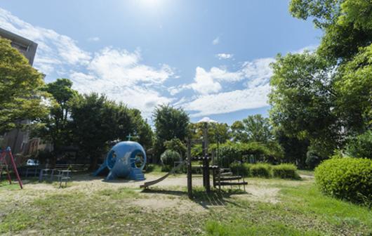 武庫之荘公園 約400m(徒歩5分)