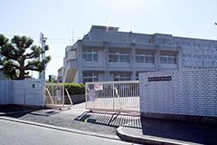 市立津久野中学校 約1,220m(徒歩16分)