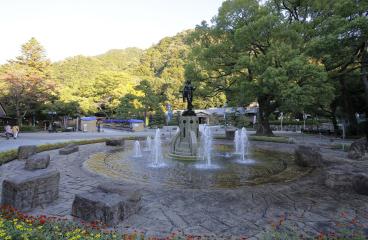 岐阜公園 約1,420m(自転車6分)