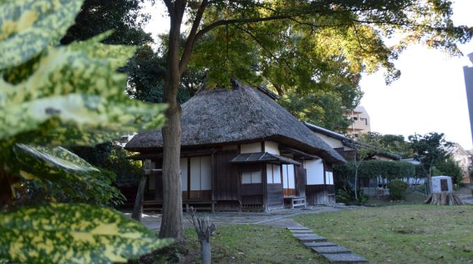平尾山荘 約350m(徒歩5分)