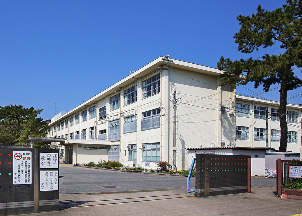 福岡市立百道小学校 約510m(徒歩7分)