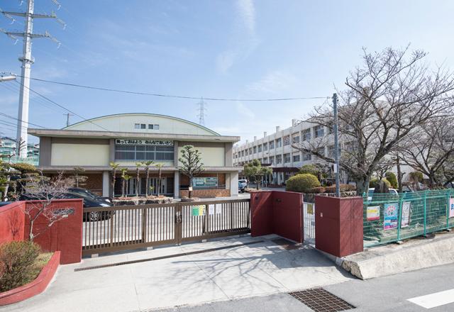 広島市立大町小学校 約640m(徒歩8分)