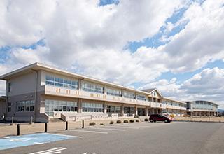 市立浜田小学校 約590m(徒歩8分)