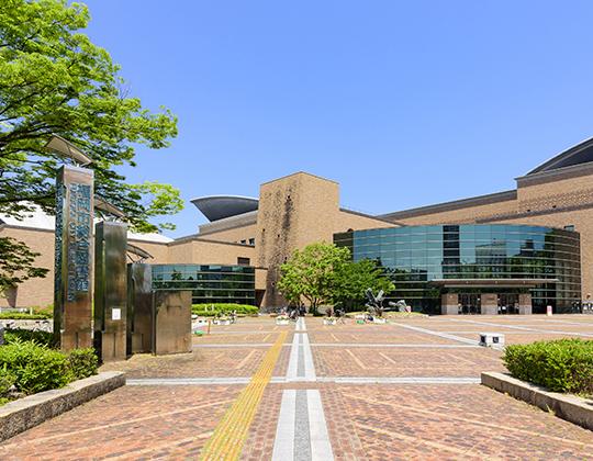 福岡市立総合図書館 約2,680m