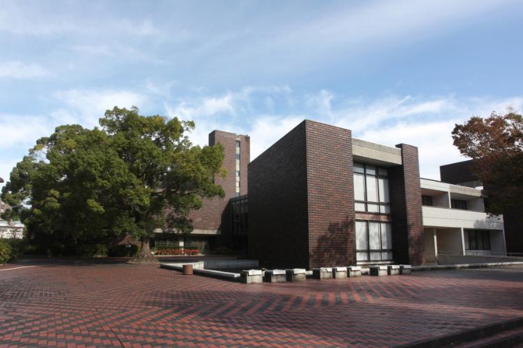 山口県立山口図書館 約680m(徒歩9分)