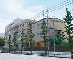小倉日新館中学校 約450m(徒歩6分)