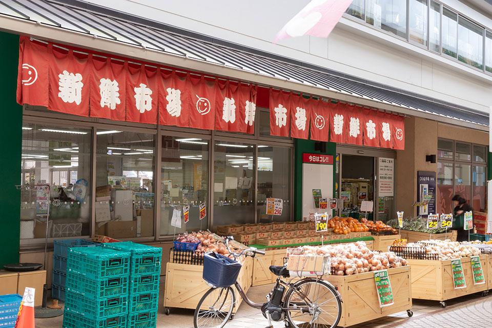 新鮮市場中市店 約140m(徒歩2分)