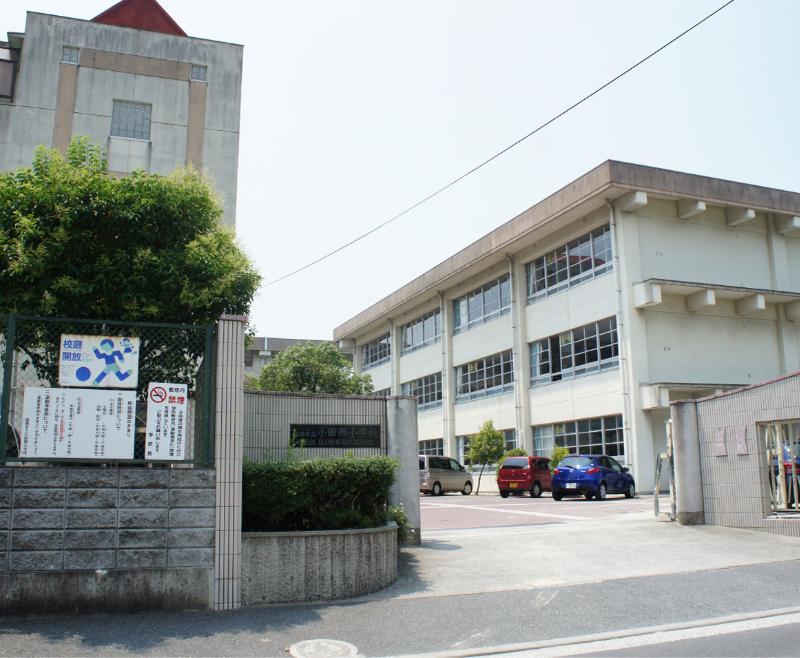 小田部小学校 約280m(徒歩4分)
