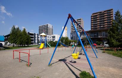 共栄公園 約220m(徒歩3分)