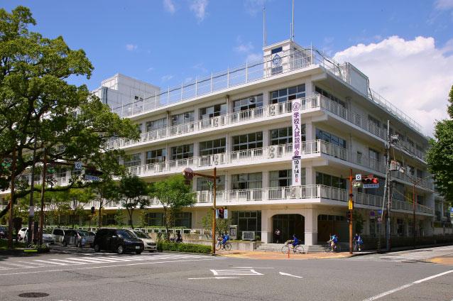 土佐女子中学高等学校 約520m(徒歩7分)