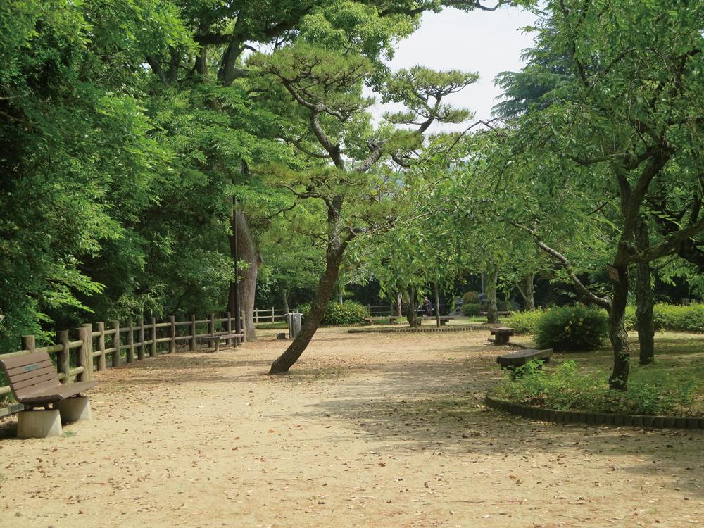 道後公園 ザ・レジデンス(北棟):約160m(徒歩2分) ザ・プレミアム(南棟):約200m(徒歩3分)