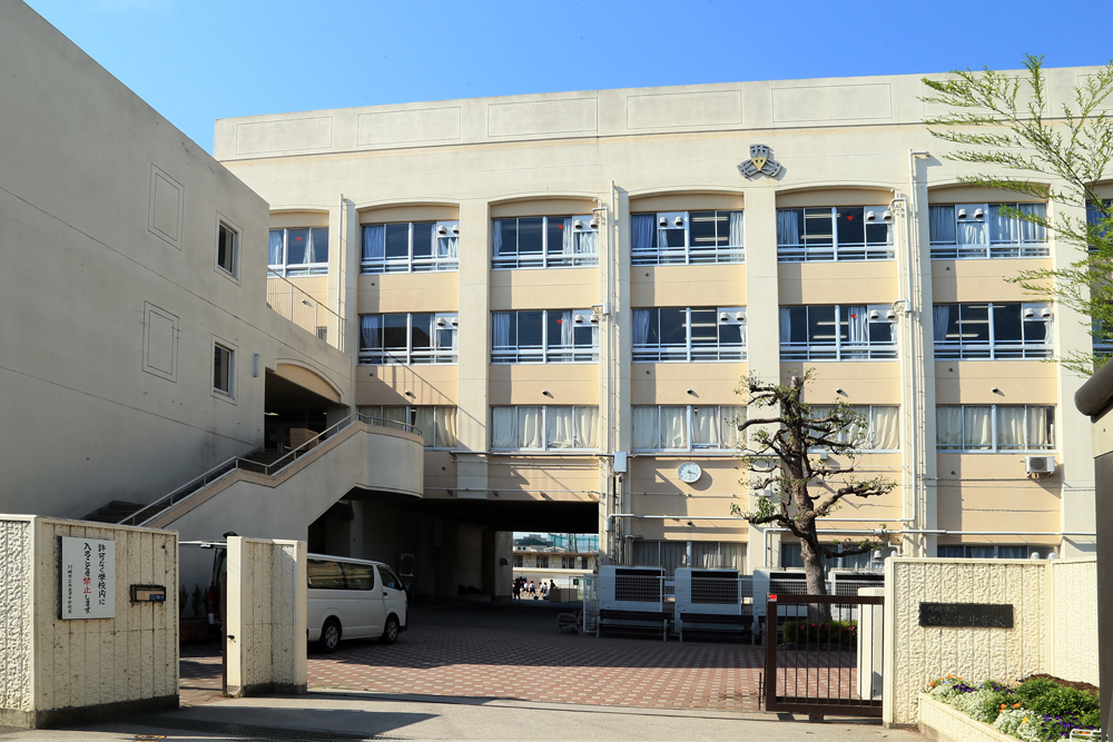 市立西高津中学校 約1,660m(徒歩21分)