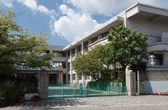 町立海田西中学校 約590m(徒歩8分)