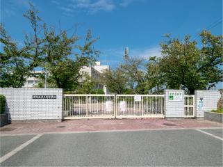 市立津久野中学校 約740m(徒歩10分)