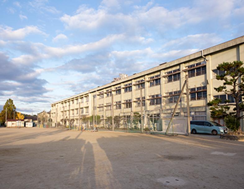 奈良市立伏見小学校 約1,040m(徒歩13分)