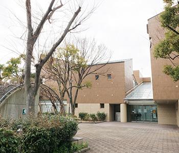 芦屋市立図書館本館 約1,100m(徒歩14分)