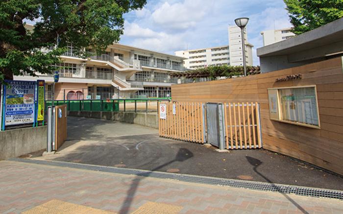 花尾小学校 約540m(徒歩7分)
