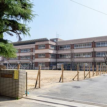 城東小学校 約950m(徒歩12分)