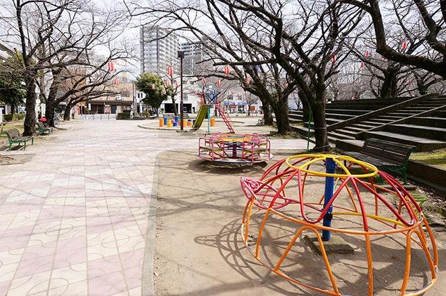 小頭町公園 約620m(徒歩8分)