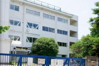 花小金井南中学校 約30m(徒歩1分)