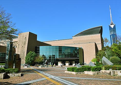 福岡市総合図書館 約1,640m(徒歩21分)