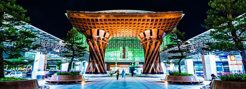 「金沢」駅・鼓門 約640m(徒歩8分)