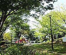 品濃中央公園 約750m(徒歩10分)