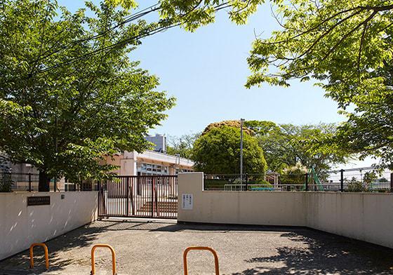 吹田市立高野台中学校 約530m(徒歩7分)