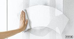 油汚れも簡単に拭きとれるホーローキッチンパネル。熱や傷に強く、ガラスを拭く感覚でお手入れ可能。清潔さを維持します。