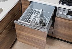 食器の形や向きを気にせずセットできるマルチピン付き。洗浄・すすぎ・乾燥をすることができ、家事効率を上げることができます。