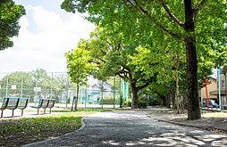 新出来公園 約180m(徒歩3分)