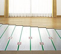 ガス温水式床暖房(TES)をリビングに設置。エコジョーズによって効率的につくり出した温水を床下に循環させ、足元から部屋全体をムラなく暖めます。※参考写真