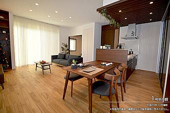 [内観写真]平成29年11月撮影 ※写真内の家具・調度品などは販売価格に含まれません。