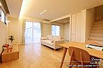 [2号地 内観写真]平成30年5月撮影 ※写真内の家具は販売価格に含まれます。