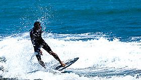 初心者から上級者まで楽しめるサーフスポットで海を満喫!