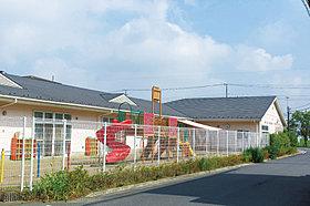 赤い屋根と白い壁のアロハステイト