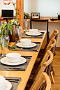 18号棟モデルハウス(2018年8月撮影) キッチンとダイニングカウンターが一体化したプランには、自然と人が集まり、一緒に料理を作ったり食事をしたり等、楽しいひと時を更に上質な時間にしてくれます♪