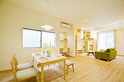 【和光の家】万代東2丁目「静と動を光で結ぶ家」・「落ち着きを愉...